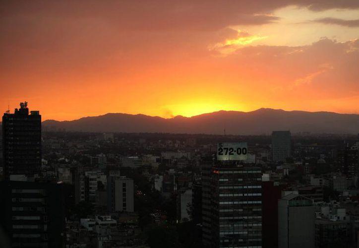 La Comisión de la Megalópolis tomará las medidas necesarias en caso de que este martes continúen los altos niveles de contaminantes en el Valle de México. (Notimex)