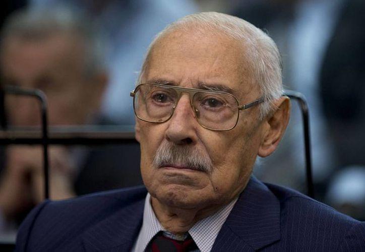 El ex dictador argentino Jorge Rafael Videla asiste a la primera audiencia del juicio oral por su supuesta participación en los crímenes cometidos por el llamado Plan Cóndor. (Agencias)