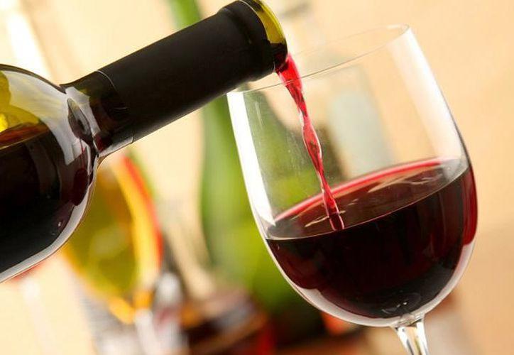 Los polifenoles se encuentran en la piel de las uvas moradas, principal artículo para la producción del vino, y capaz de retardar o prevenir la oxidación de las células. (SIPSE)