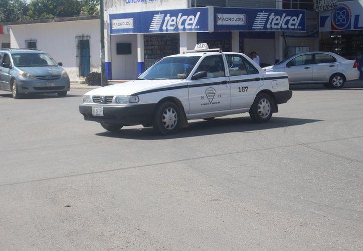En redes sociales circuló un video donde 'taxistas' perseguían a un vehículo de la Untrac, que se encontraba circulando en la ciudad con su familia. (Jesús Caamal/SIPSE)