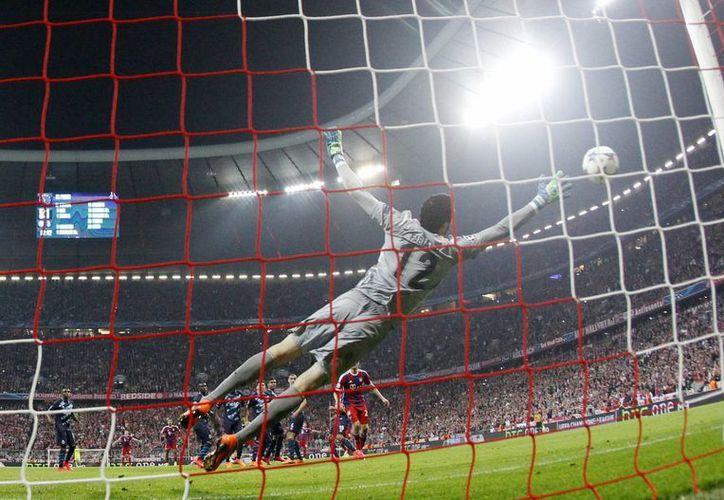 Tan apabullante fue el Bayern que incluso Xabi Alonso anotó un gol para el cuadro alemán, que goleó 6-1 a Porto y avanzó a la semifinal de la Liga de Campeones de Europa. (Foto: AP)