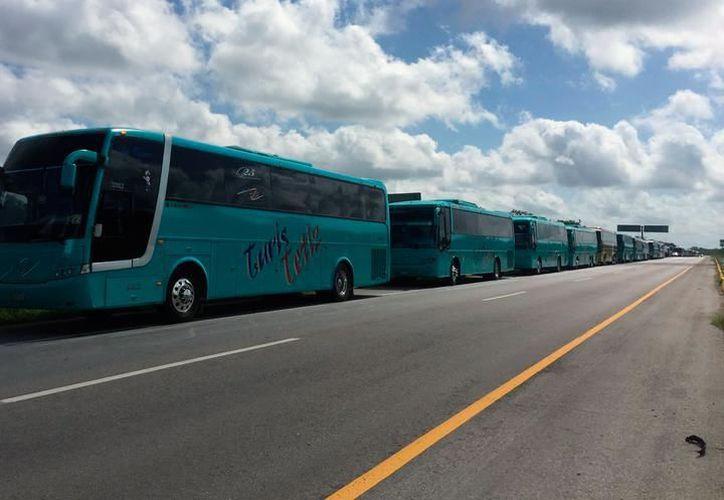 La Amotac acusó a los empresarios transportistas locales de competencia desleal, ya que ofrecen el servicio turístico sin permiso. (Archivo/SIPSE)