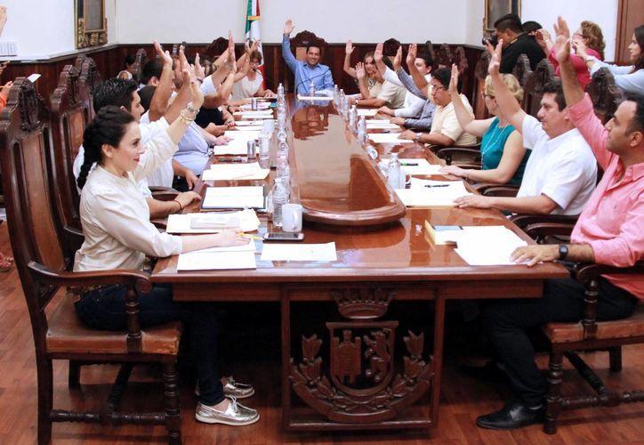 Ediles aprobaron por unánimidad el uso de los certificados de la Firma Electrónica Avanzada (FIEL) emitidos por el SAT, relacionados con los trámites o servicios del Ayuntamiento de Mérida. (Milenio Novedades. (Milenio Novedades)
