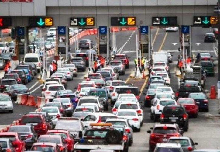 La carretera México-Pueblas, es la vía que mayor afluencia vehicular registra este domingo, último día de vacaciones de Semana Santa y Pascua. (Notimex)