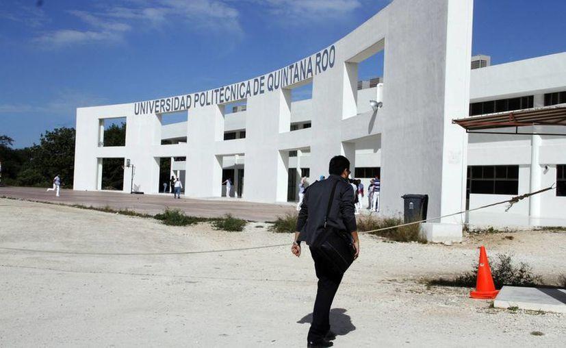 El plantel de Cancún  lleva la oferta educativa en otros municipios. (Yajahira Valtierra/SIPSE)
