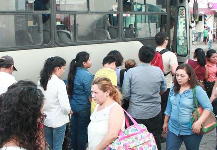 El transporte público es un tema pendiente para la Uady, sobre todo para sus campus, los cuales se ubican después del Periférico de Mérida. (Milenio Novedades)