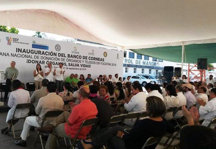 Imagen de la inauguración del Banco de córneas en la Semana nacional de Donación de órganos y tejidos en Yucatán 2015, en esta mañana de lunes 21 de septiembre. (Milenio Novedades)