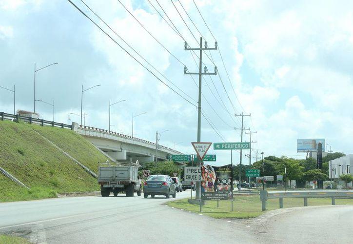 Autoridades aseguran que falta la inversión de unos 300 millones de pesos para concluir los trabajos de calles laterales en el Periférico y otras conexiones que requiere la ciudad. (Milenio Novedades)