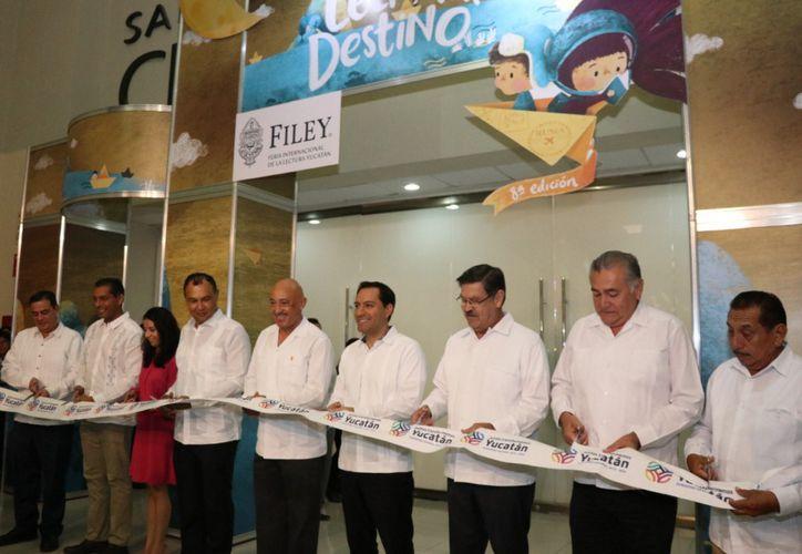 El corte del listón de la Filey 2019. (Novedades Yucatán)