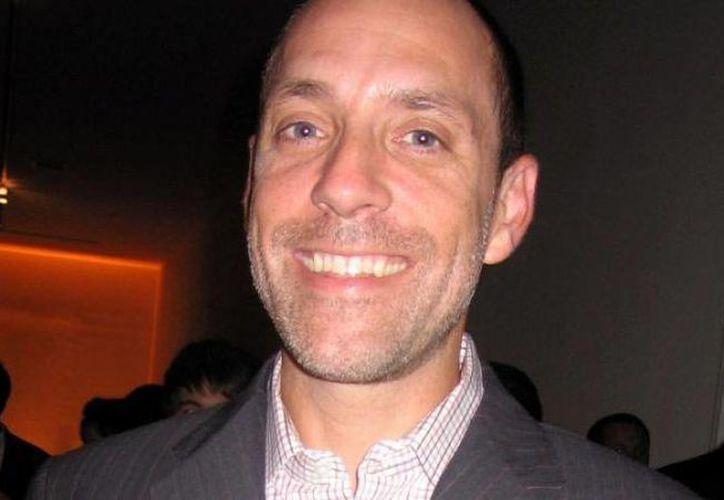 Jason Alexander dirigió más de una decena de episodios de la serie 'Law & Order'. Hoy enfrenta cargos criminales. (loopjamaica.com)