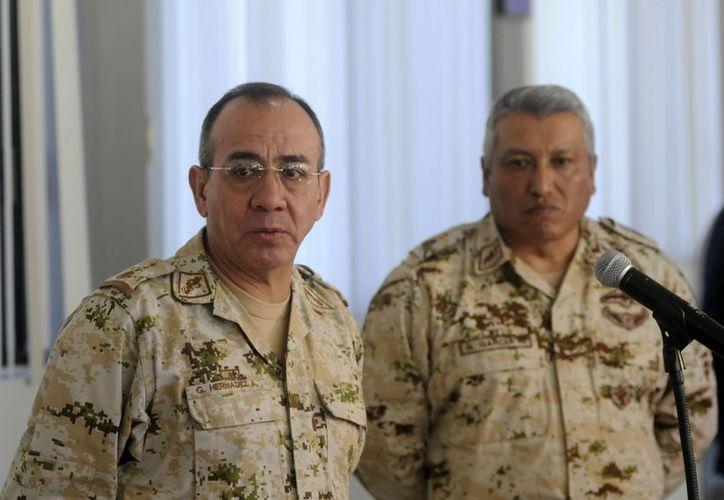 El general Tomás Ángeles Dauahare presiona a la autoridades a solucionar su caso. En la imagen, militares asignados a Tijuana en conferencia de prensa este lunes. (Notimex)