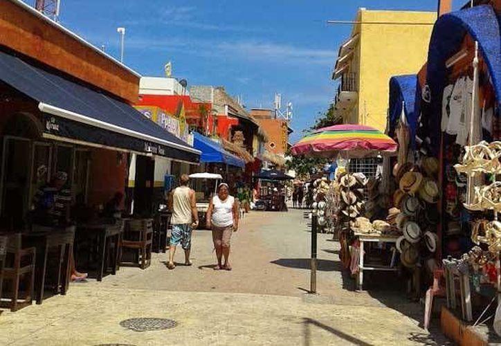 Isla Mujeres no cuenta con una señaletica, no hay señales que indiquen al turista cuales son los principales atractivos y una breve descripción de los mismos. (Luis Soto/SIPSE)
