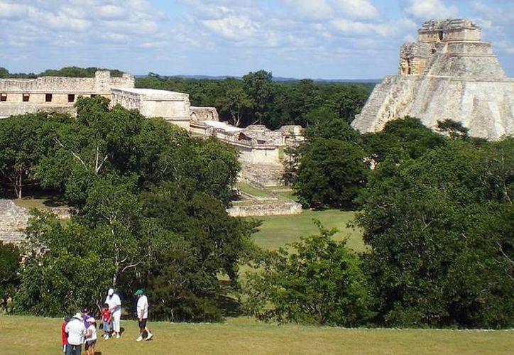 """Se habla con frecuencia de os avistamientos de ovnis en ruinas mayas, por eso no fue raro que un par de videos se volvieran virales en redes sociales. La imagen, de Uxmal, donde mucha gente """"ubicó"""" los ovnis, está utilizada como contexto. (Archivo)"""