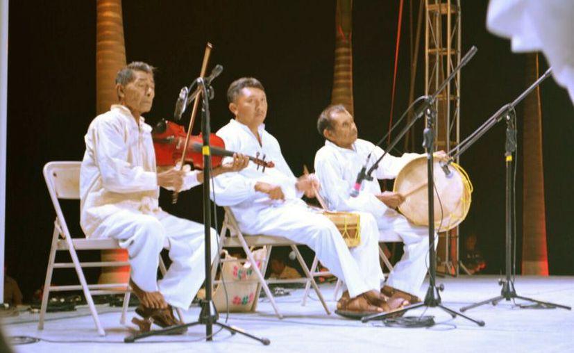 Entre los invitados está el grupo de Maya Paax: Oxtul Mayaoób, de la comunidad de Señor. (Jesús Caamal/SIPSE)