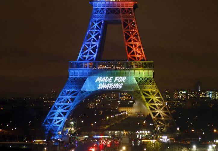 París lanzó una campaña para promocionarse como ciudad se de los Juegos Olímpicos de 2024. (AP)