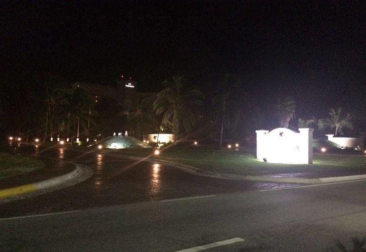 El cuerpo fue hallado durante la madrugada en un hotel de la zona hotelera de Cancún. (Orville Peralta)
