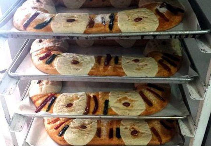 """El hecho de comerse el pan se relaciona con la comunión con el Niño Dios, por lo que al encontrarlo """"nos llenamos de alegría"""" con gente que nos rodea como familiares y amigos. Imagen de tan cotizado pan en estos días ya listos para su venta. (José Acosta/SIPSE)"""