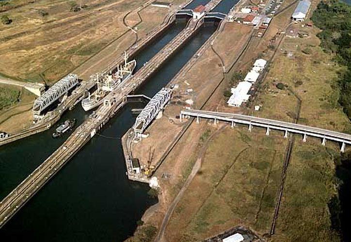 La vía de navegación fue entregada por EU el mediodía del 31 de diciembre de 1999. (victorhugomorales.com.ar)