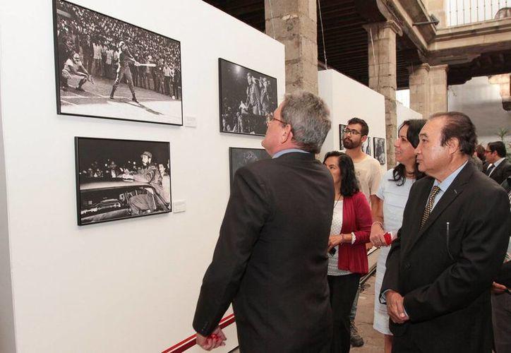 En el Claustro de Sor Juana, en la Ciudad de México, se inauguró una exposición sobre la vida del político cubano Fidel Castro, quien cumplirá 90 años el mes que viene. (Notimex)