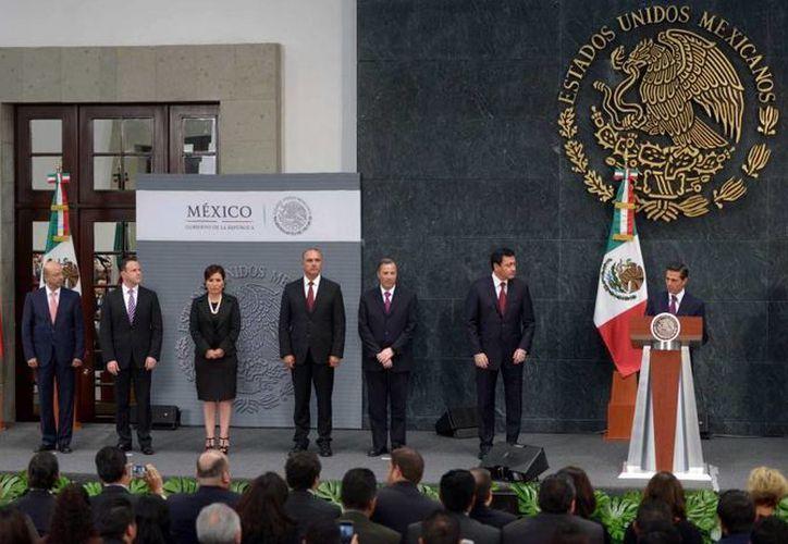 Peña Nieto cambió de puesto a los integrantes de su gabinete e incorporó a otras personalidades. (Presidencia)