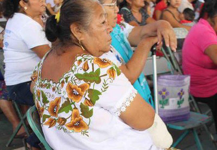 Según la dependencia, el 21 % de la población del Estado, son indígenas, o hablan alguna lengua indígena. (Carlos Castillo/SIPSE)
