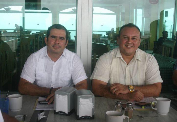 El diputado Jorge Aguilar Osorio y el noveno regidor, Ramón Escalante Cervera, exigieron que se esclarezca el destino del dinero. (Irving Canul/SIPSE)