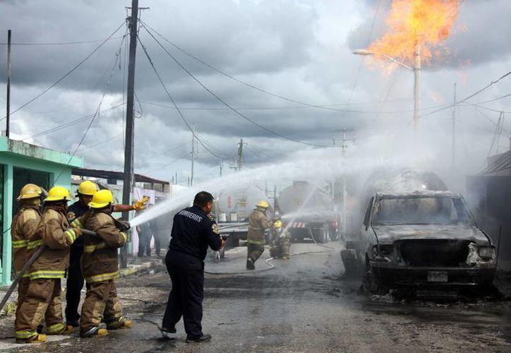 Tomza deberá pagar multa de 52 millones de pesos por incumplir normas de seguridad. La imagen es de la explosión de una de sus pipas en el fraccionamiento Polígono 108, el pasado 23 de octubre. (SIPSE/Archivo)
