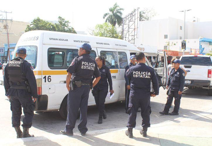 La Policía Estatal logró detener al chofer de la combi, quien trató de darse a la fuga. (Foto: Redacción)