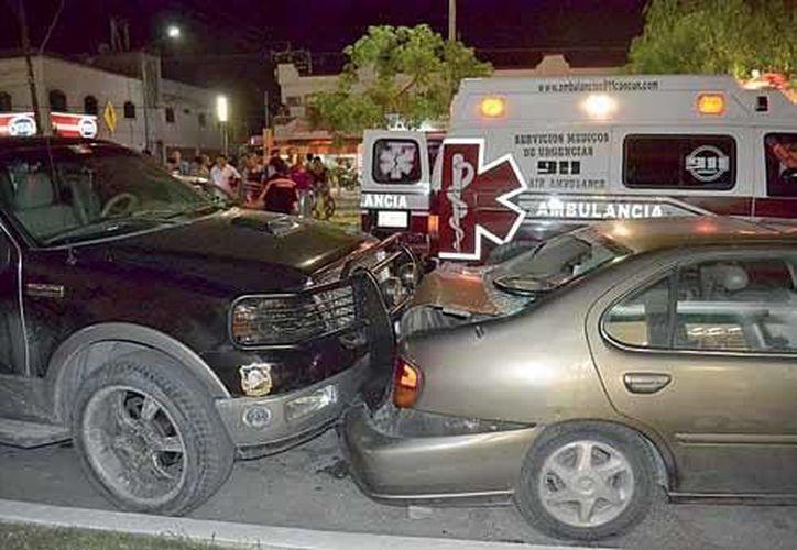 Pese a la magnitud del percance, el automovilista responsable salió completamente ileso, por lo que fue asegurado y detenido. (Redacción/SIPSE)
