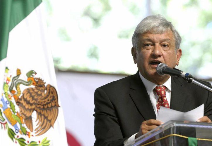 De acuerdo a Andrés López Obrador, uno de los primeros objetivos de su proyecto alternativo de nación es 'recuperar democráticamente al Estado'. (EFE)