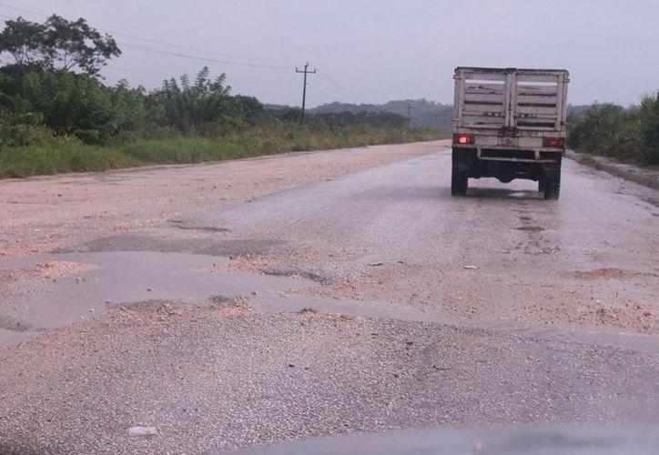 El período de vida útil de los caminos de acceso a los campos de producción es de dos años, dependiendo del clima y de su uso. (Francisco Sansores/SIPSE)