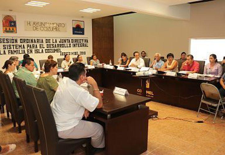 En la reunión de cabildo se decidió bajar el costo para la dependencia estatal de la familia. (Foto: Gustavo Villegas/SIPSE)