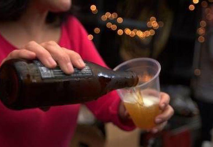 Investigadores del Cinvestav planean realiza un experimento con las personas, la cual consiste en que una parte consumirá una cerveza diaria durante 30 días naturales en la comida y la otra seguirá con su rutina habitual.(Notimex)
