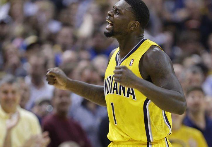 El guardia de los Pacers de Indiana, Lance Stephenson, celebra en la segunda mitad del duelo ante el Thunder de Oklahoma City el domingo 13 de abril. (AP)