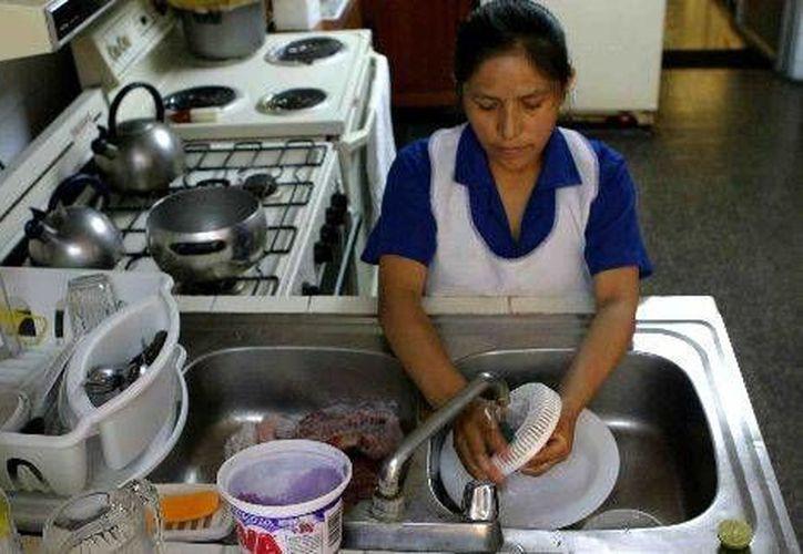Una de cada tres empleadas domésticas gana menos del salario mínimo (educacioncontracorriente.org)