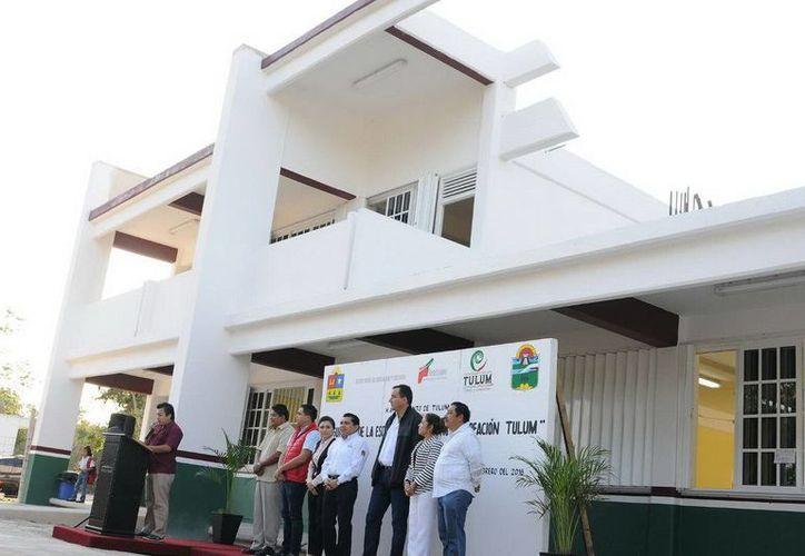 El secretario, José Alberto Alonso Ovando, inauguró una escuela de nueva creación en Tulum. (Redacción/SIPSE)