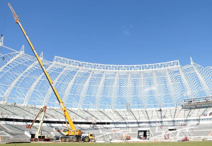 Vista panorámica de la construcción del estadio Beira-Rio en Porto Alegre, en el sur de Brasil, que también visita Valcke. (EFE)