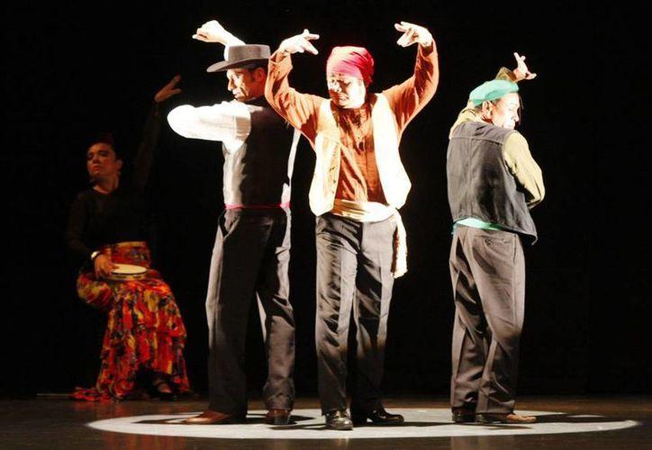 """La puesta en escena """"Los Globanibanales"""", ayer en el teatro Daniel Ayala. (Milenio Novedades)"""