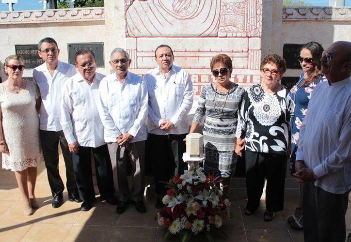 Integrantes de la comunidad artística se despidieron por última vez de la pianista y compositora Judith Pérez Romero en el Cementerio General. (Fotos: cortesía)