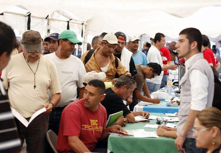 Muchos mexicanos que no logran ingresar a EU, se quedan en Tijuana, en espera de una nueva oportunidad. En la imagen, aspecto de la Segunda Edición de la Feria de Empleo para Migrantes, en Tijuana, BC. (Archivo/Notimex)