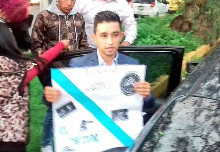 'Hobbit' Bermúdez fue saludado por aficionados del Puebla a la salida del Reclusorio Norte. (Pressport.com)