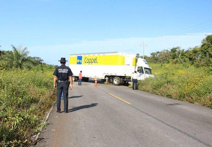 Al lugar llegaron los directivos de la tienda departamental quienes se encargaron de los trámites legales (Benjamín Pat/SIPSE)