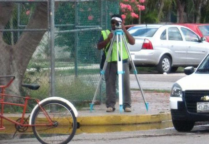Ingenieros y topógrafos estuvieron tomando mediciones. (Francisco Puerto/SIPSE)