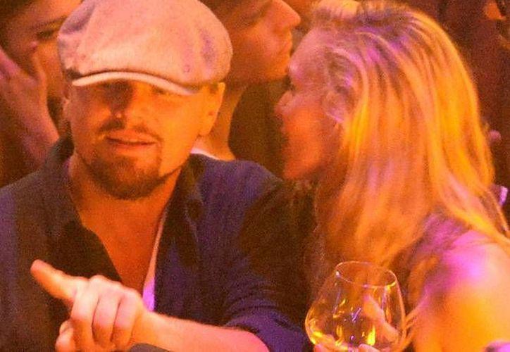 El actor Leonardo DiCaprio departía con sus amigos en un centro nocturno de Cannes, Francia, cuando 'recibió' la solicitud de Bieber de  permitirle acompañarlo, pero el actor se negó. (excelsior.com.mx)