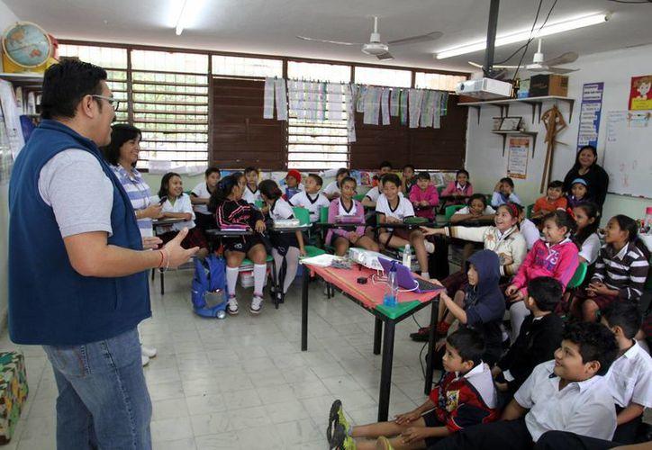 Imagen del taller impartido a los estudiantes de la escuela 'Manuel Cepeda Peraza'. (César González/SIPSE)