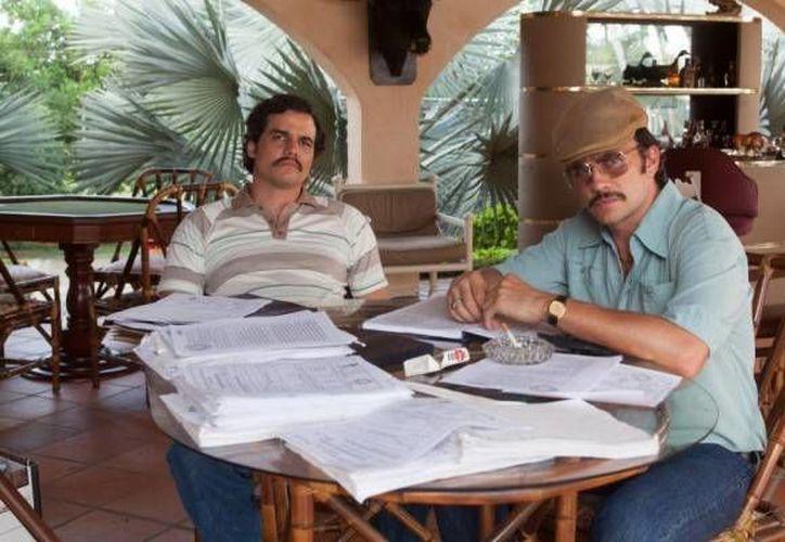 Netflix lanza el primer tráiler de su nueva serie sobre la vida de Pablo Escobar. En la imagen una escena donde Wagner Moura (izquierda) luce caracterizado como el narcotraficante colombiano. (Netflix)