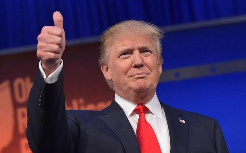 Revista porno ofrece 10 mdd para destituir a Trump
