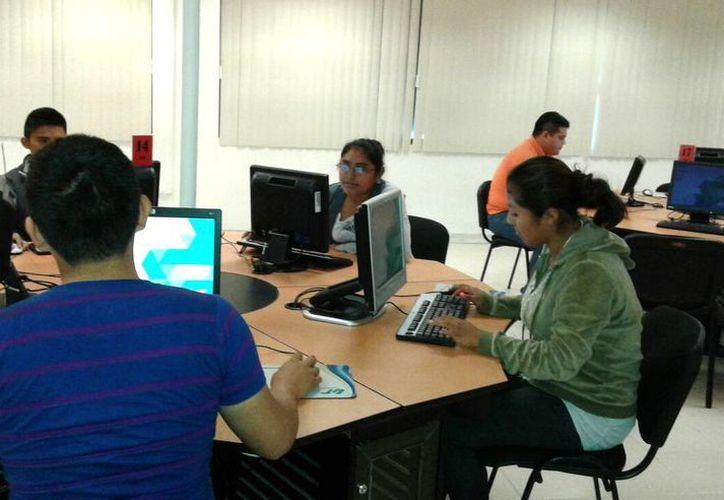 En el laboratorio de idiomas se impartirán las clases para aprender inglés y francés. (Francisco Gálvez/SIPSE)