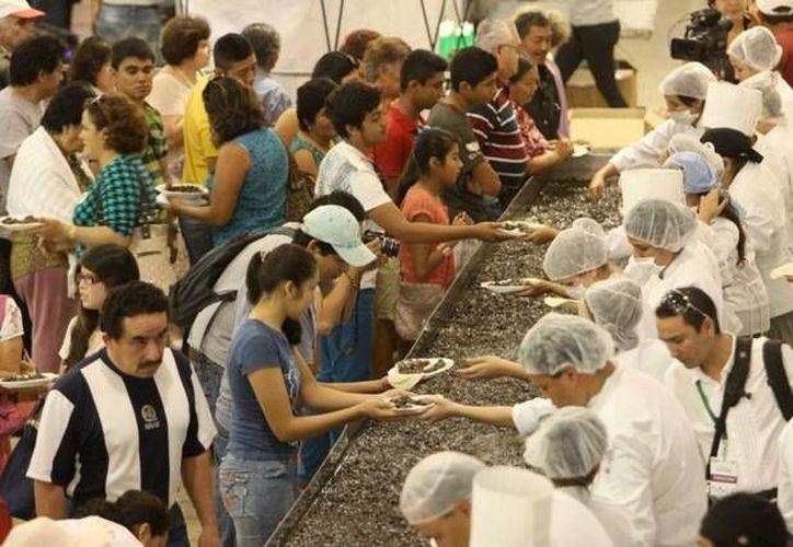 Con la pulpeada más grande del mundo, Expocampo Yucatán dio al estado su segundo Récord Guinness. (Cortesía)