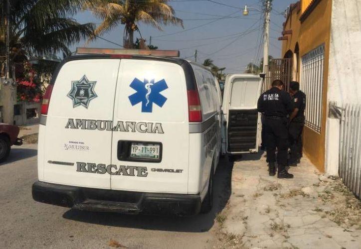 Una ambulancia de rescate trasladó a las niñas al edificio de la Policía en Progreso. (Óscar Pérez/SIPSE)
